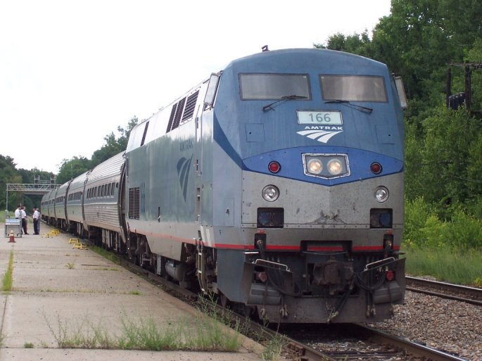 Amtrak_GE_Genesis_P42_166_at_Saratoga_Springs